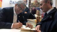 TÜYAP'ta Okurlarıyla Buluşan CHP'li Canpolat'a Büyük İlgi