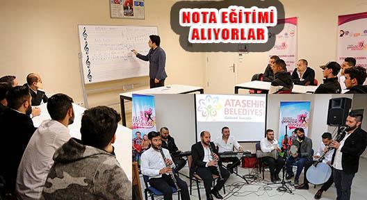 Roman Müzisyenlere Nota Eğitimi Veriliyor