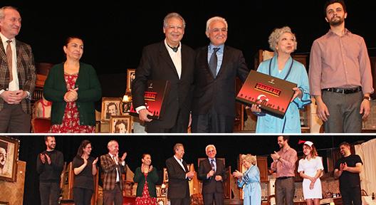 Yasemin Yalçın Tiyatrosu Ataşehir'de: Vee Perde…