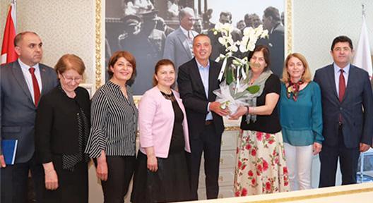  Ataşehir'in Muhtarları Battal İlgezdi'yi Makamında Ziyaret Etti