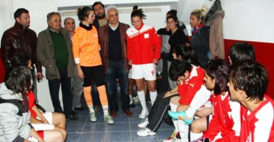 Ataşehir'in Kızları Zorlu Rakipleri Konak'ı 4-2 Yendi.