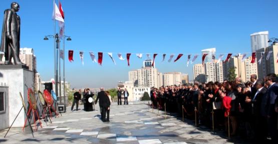 Ataşehir'de Ata'ya '23 Nisan Çelengi'nde İkilem