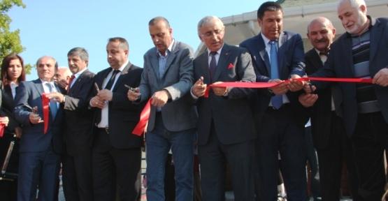 Battal İlgezdi Yunus Emre Cami Parkı ve Taziye Evi'ni Açıtı