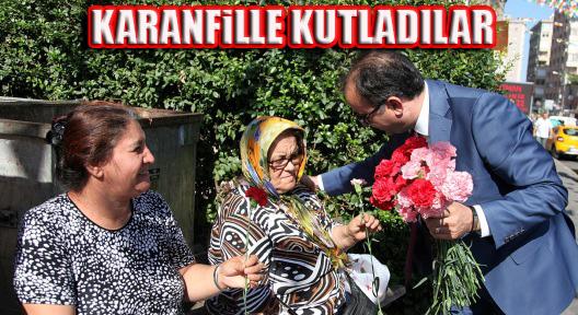 """Ataşehir Zabıtasından """"Karanfilli Kutlama"""""""